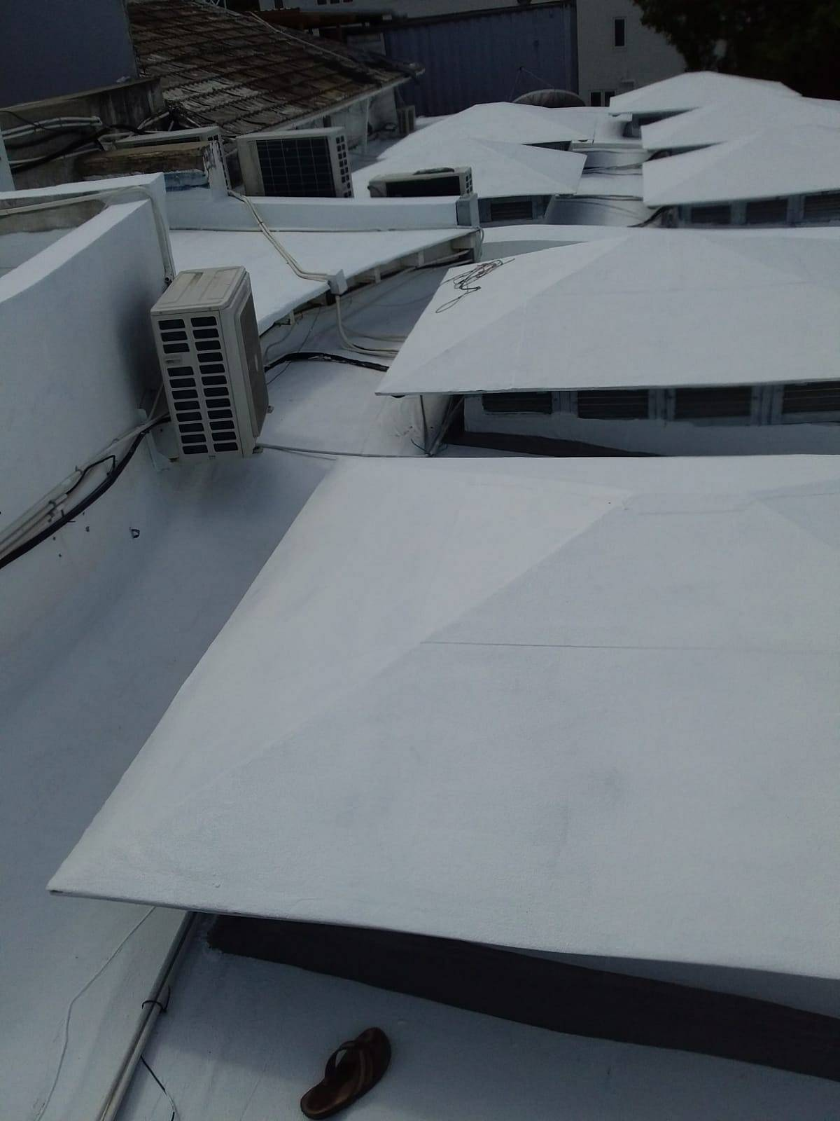 Waterproofing of Restaurant Roof on the West Coast with a Heat Reflectant coating. Waterproofing restaurant roof with a heat reflectant  coating makes restaurant 3/8 cooler. Roof was waterproofed with Impermeabilizante E-88 & Tecma Imperal P-2008